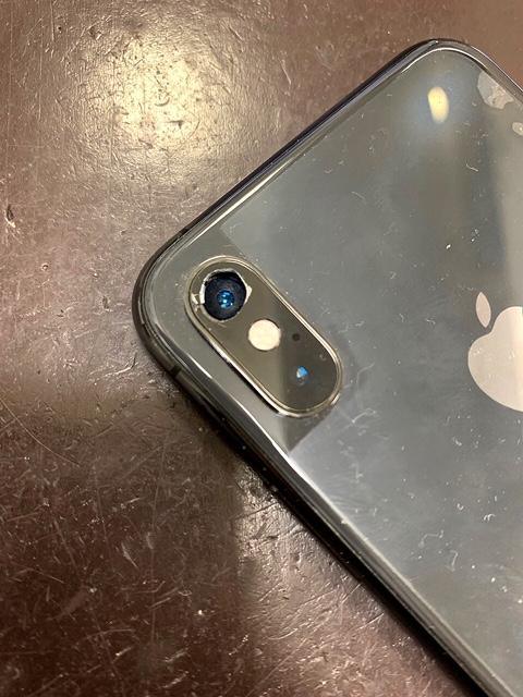 カメラレンズ修理前のiPhoneX
