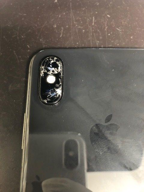 カメラレンズ修理前のiPhoneXS