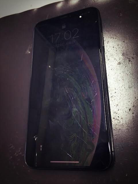 画面修理前のiPhoneXS MAX