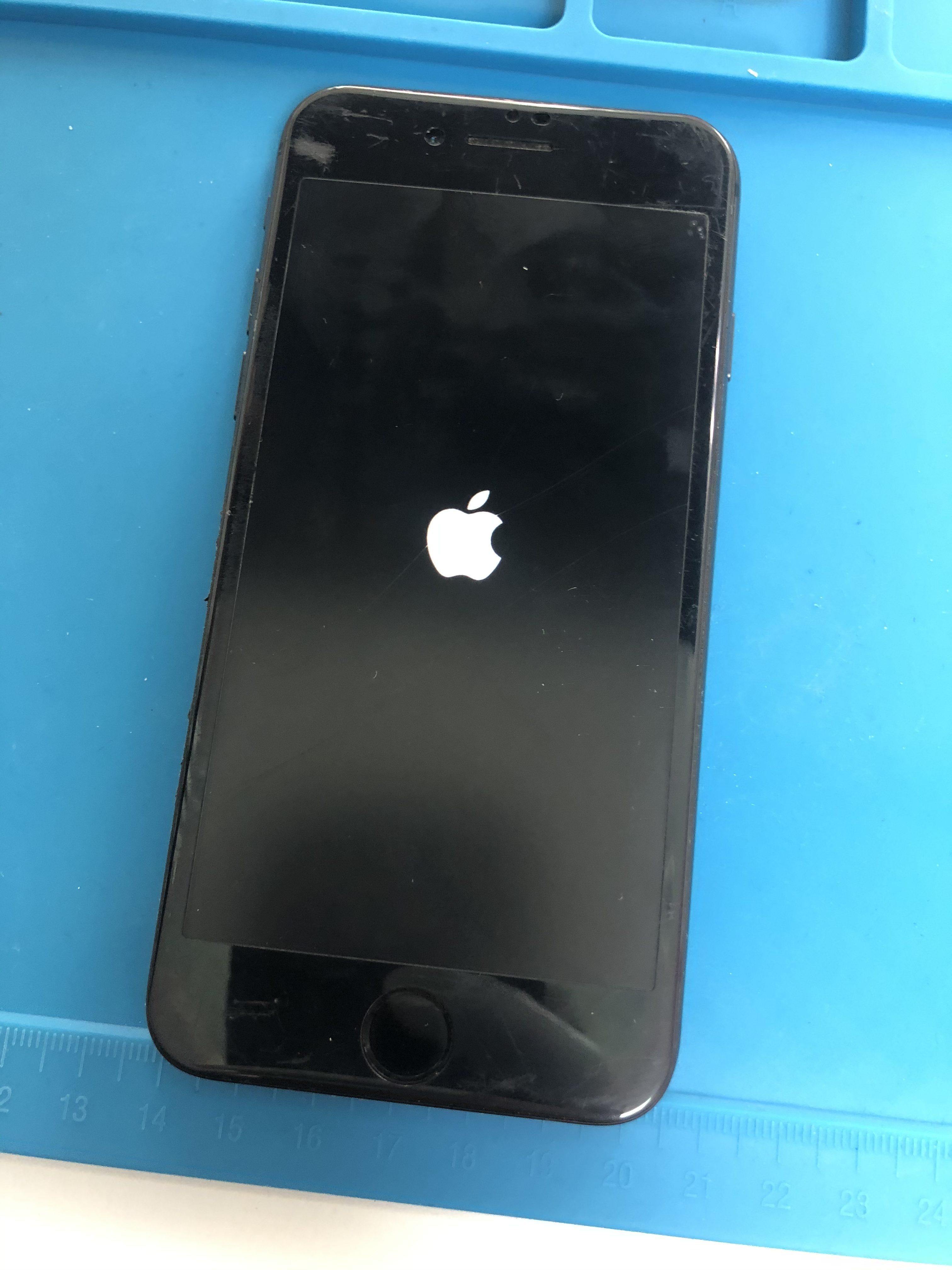 水没修理前のiPhone8