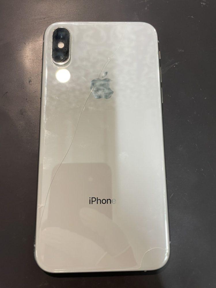 背面ガラス修理前のiPhoneXS