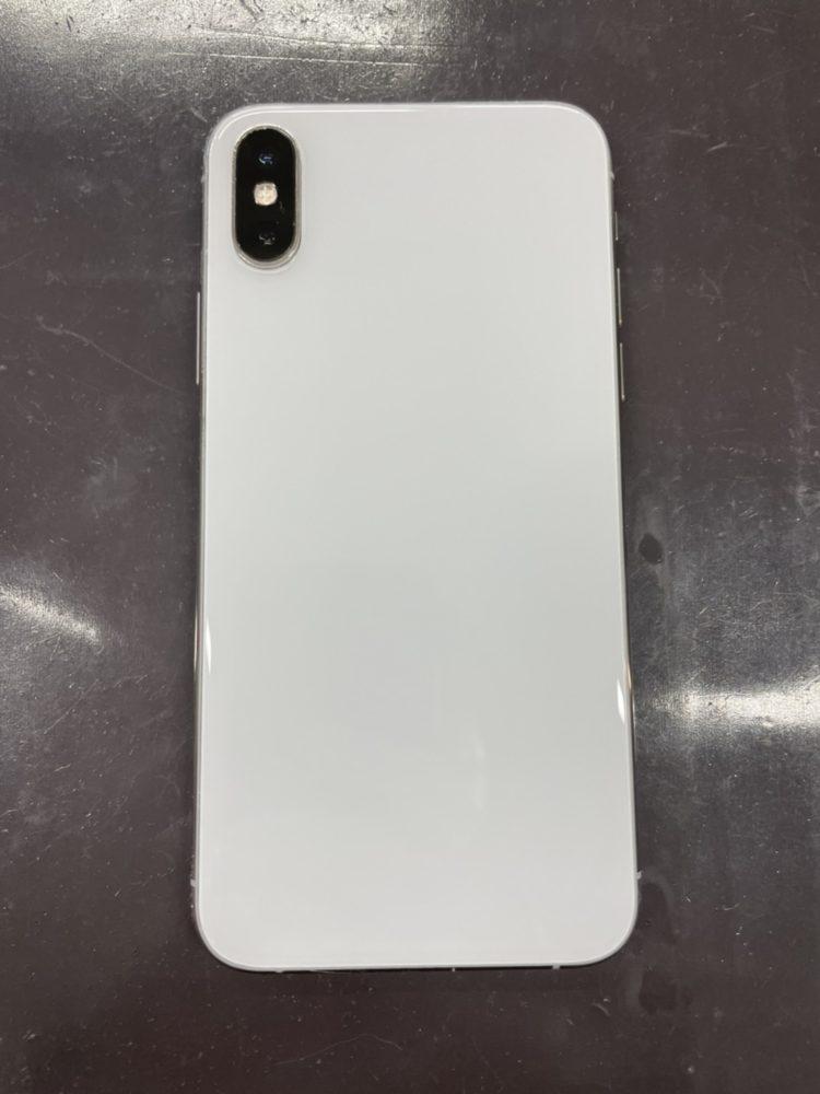 背面ガラス修理後のiPhoneXS
